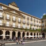 Bilbao,_Plaza_Nueva,_52-2-4v_688x688